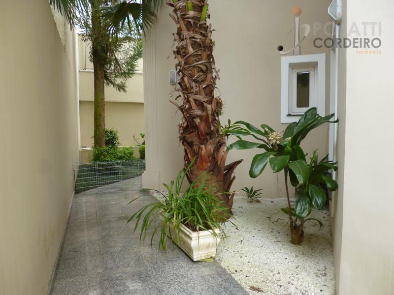 oportunidade!! excelente casa de alto padrão em condomínio fechado, no centro de curitiba, com uma área...