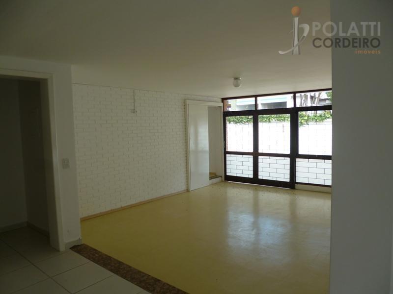 excelente casa comercial em alvenaria, com 389,91m², construída sobre um amplo terreno murado de 1.486,91m², em...