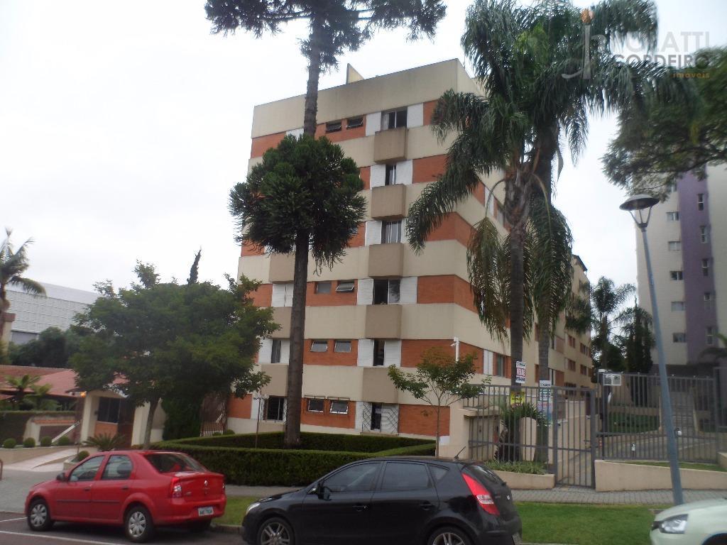 Belíssimo Apartamento para Locação no Batel com 74m² de área privativa, com 2 quartos (1 suíte) e 1 vaga de garagem. Mobiliado
