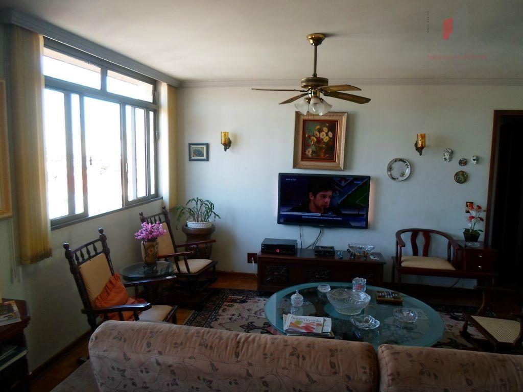 Apartamento no Centro, Ed. Pedro Ometo