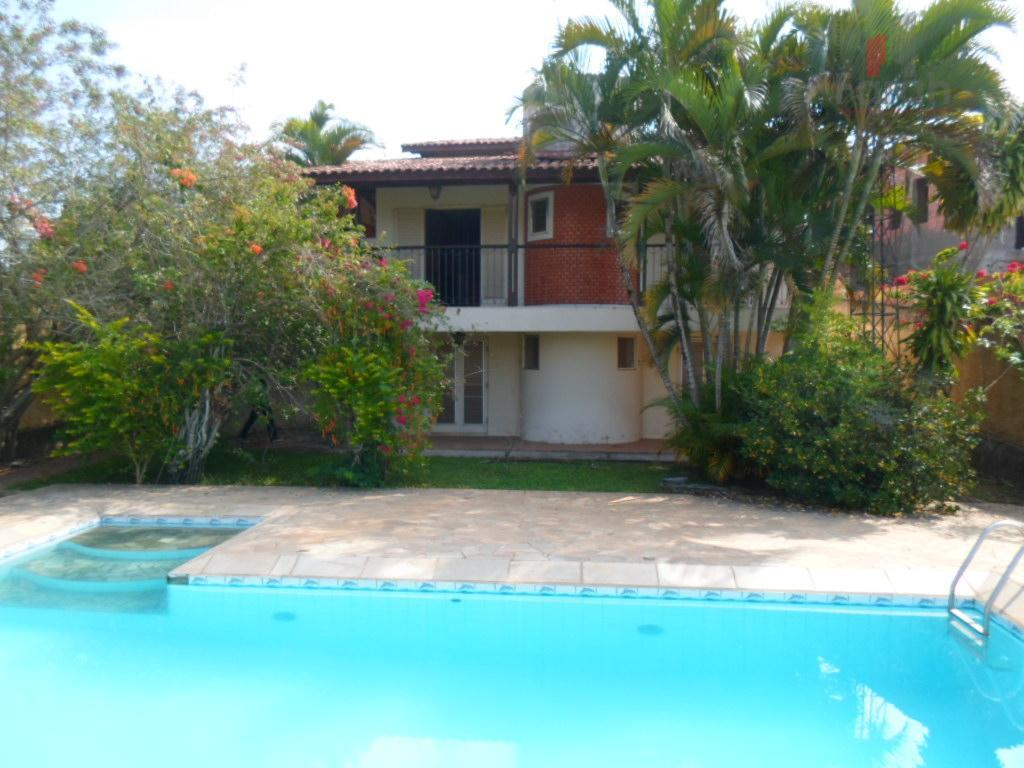 Casa c/750,0 m2 de AC em Águas de São Pedro.