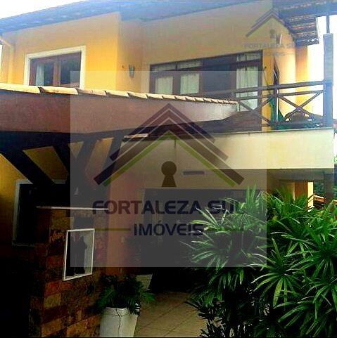 Casa á venda no Edson Queiroz.