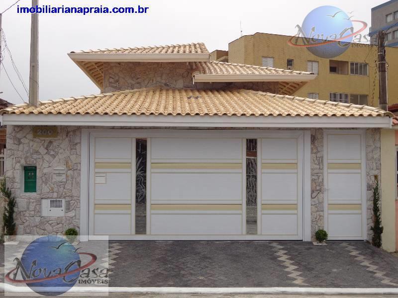 Casa 3 dormitórios de alto padrão Caiçara, Praia Grande.
