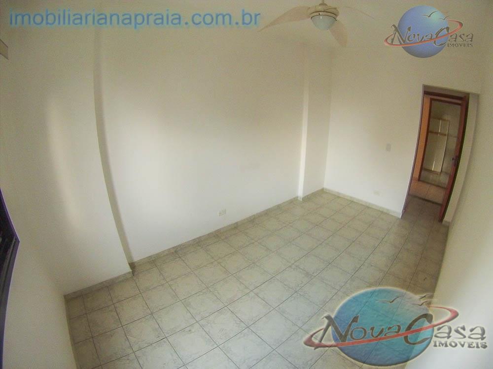 nova casa imóveis - apartamento na praia grande - cômodos amplos sala 2 ambientes com sacada...