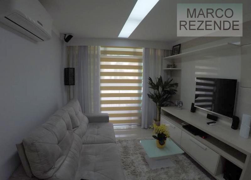 Apartamento residencial à venda, Itacoatiara, Niterói.