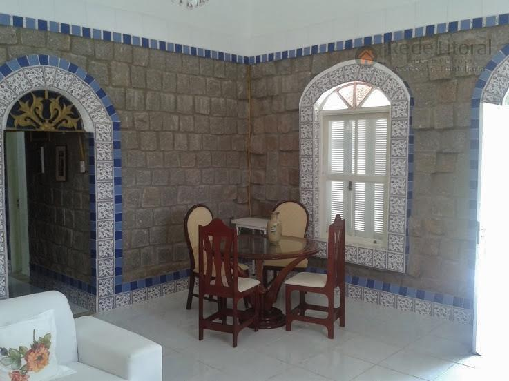 excelente casa diferenciada, são 3 terrenos toda esquina, (castelo), de alvenaria construída em pedra ferro, 2...