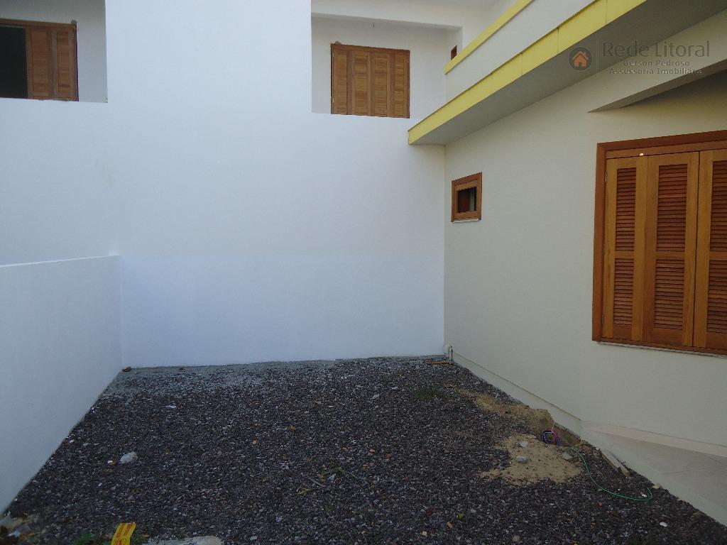 passo de torres, no centro, casa nova com 2 dormitórios sendo 1 suíte, living com 3...