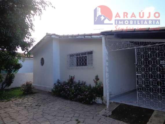 Casa  à venda no bairro Brisamar.