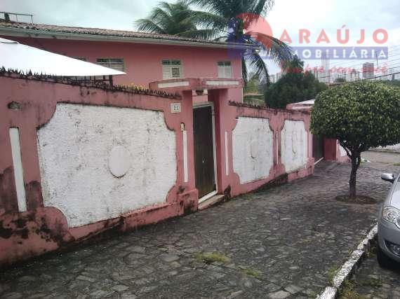 Casa no Bairro dos Ipês.