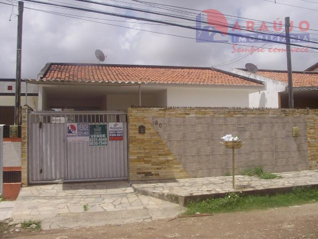 Casa no José Américo.