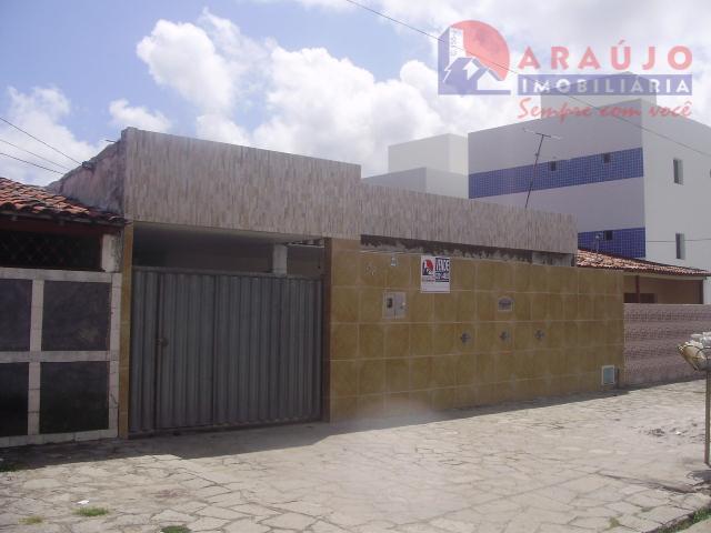 Casa à venda em Mangabeira.
