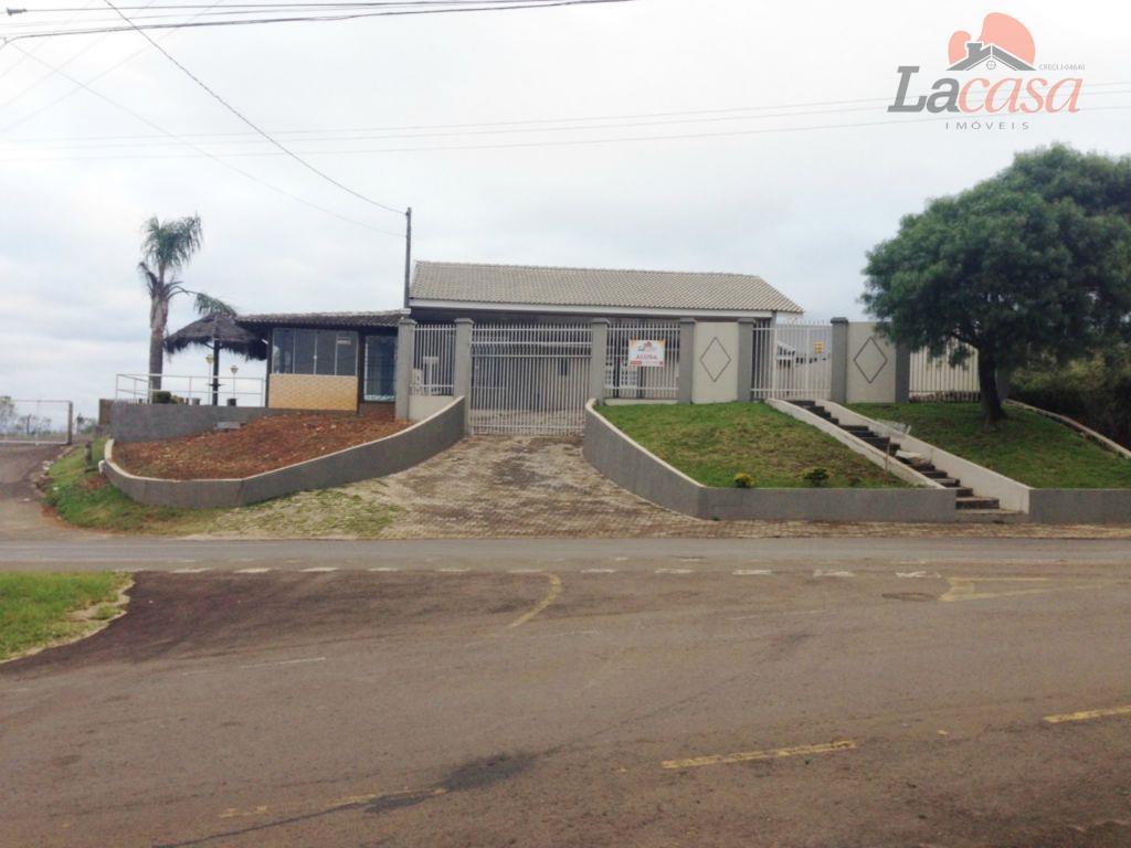 Em frente à entrada da Faculdade Guarapuava
