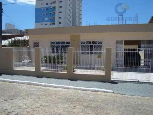 Casa residencial à venda, São Judas, Itajaí - CA0013.