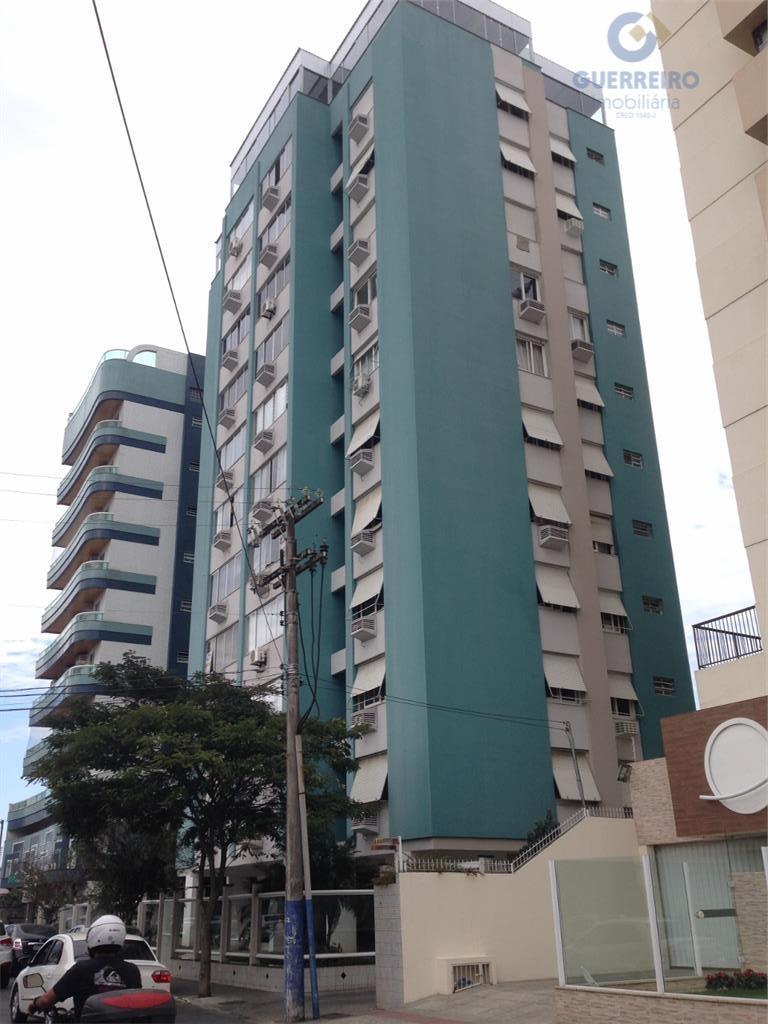 Selecione residencial à venda, Centro, Itajaí.