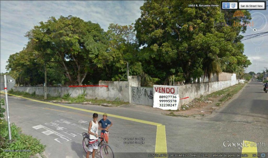 Terreno com 8712 m², três frentes, ruas asfaltadas, ônibus na porta