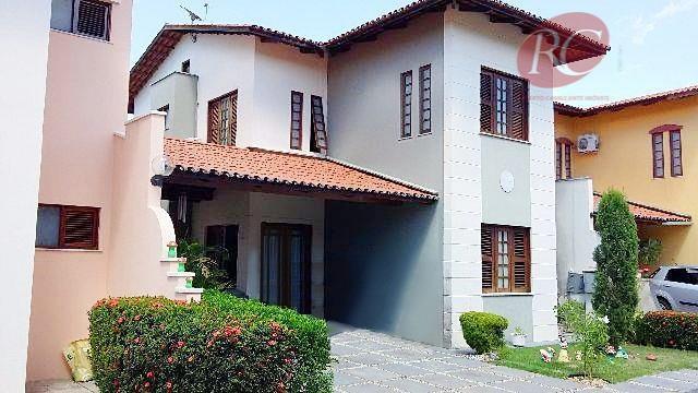 Espaço, conforto e ótima localização. Ampla casa duplex em condomínio.