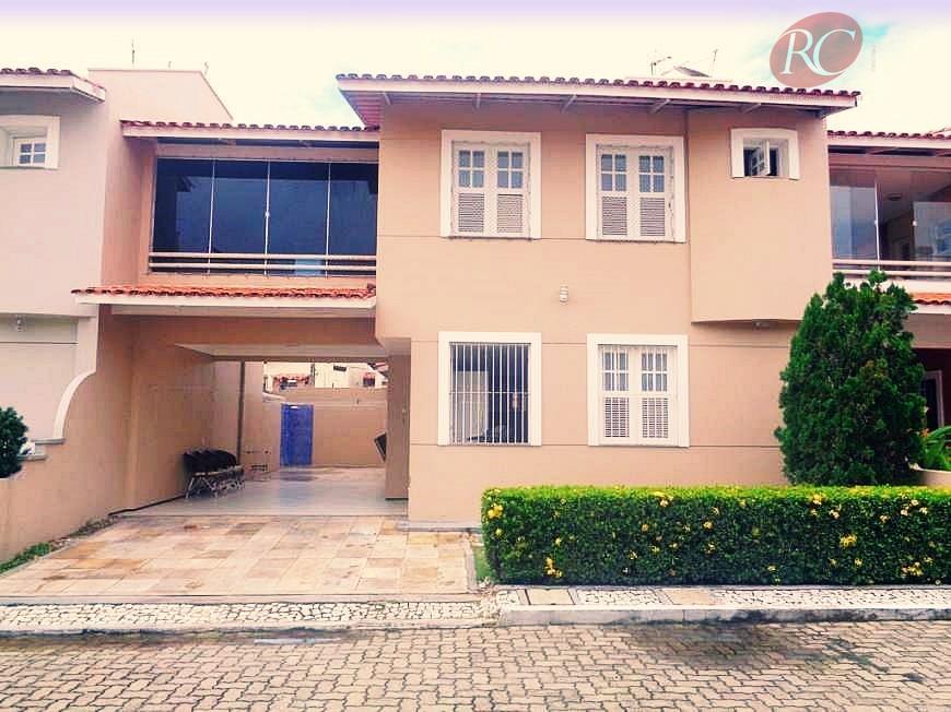Casa  residencial à venda no bairro Sapiranga, Fortaleza.