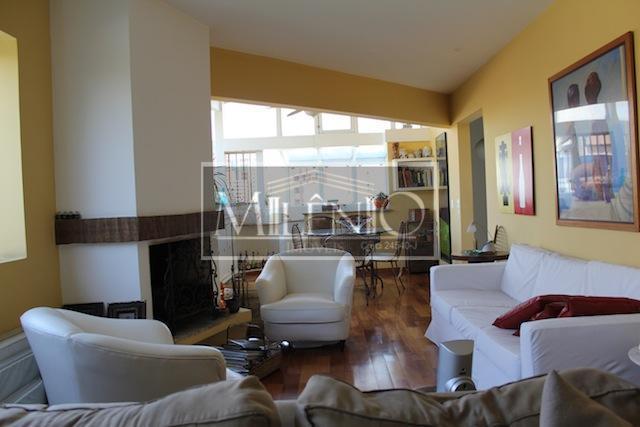 cobertura duplex com 226mts2 úteis, 2 vagas de garagem. sala de jantar e estar, 2 suites...