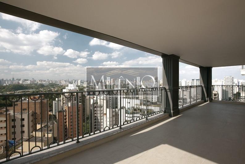 Apartamento de Altíssimo Padrão em Moema, São Paulo.