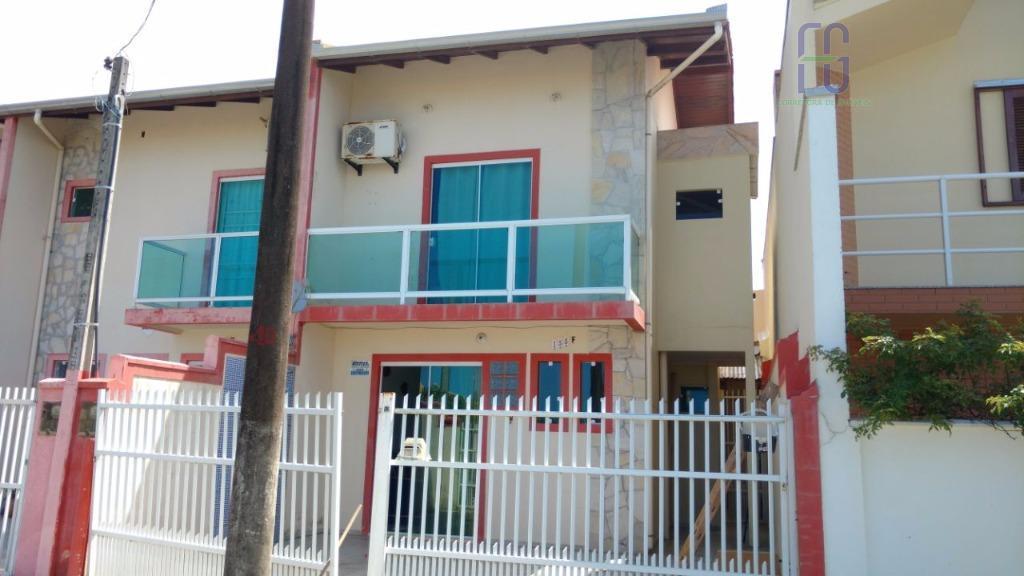 Sobrado residencial à venda, Itacolomi, Balneário Piçarras.