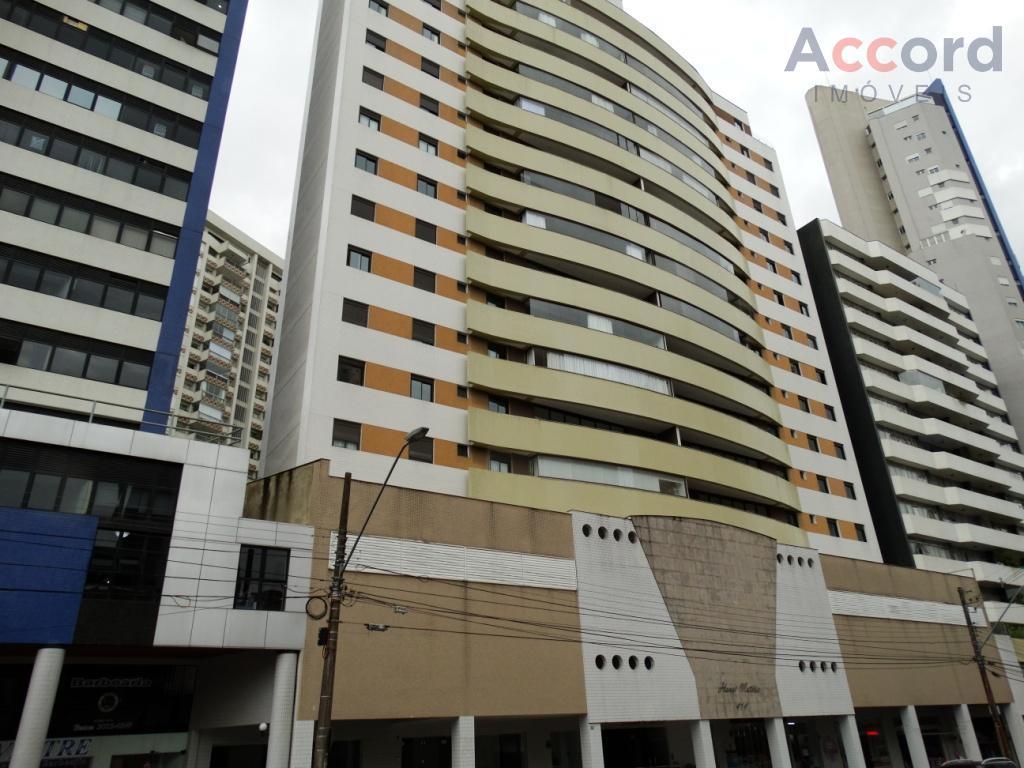 Maravilhoso Apartamento com 1 suíte e 2 demi suites, 2 vagas de garagem no coração do Batel
