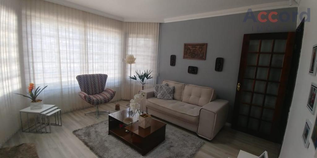 Casa com 4 quartos e 2 suítes e 3 vagas no Bacacheri