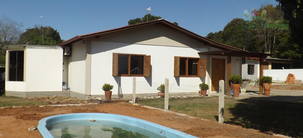casa de alvenaria, toda mobiliada, com 3 dormitórios, sendo 1 suíte master com móveis planejados, jantar...
