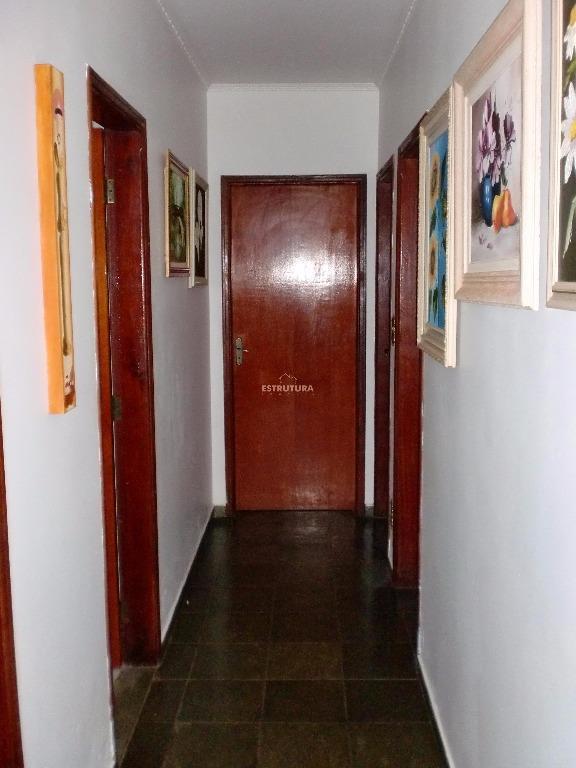 linda casa (chácara) de esquina, entrada para vários carros garagem para até 3 cobertos, abrigo fechado...