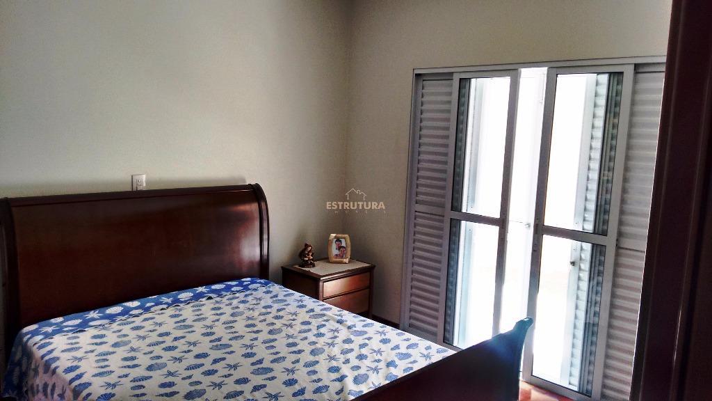 garagem para 6 carros: 2 coberta, 3 dormitórios sendo 1 suíte e closet, sala de visita,...