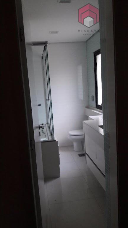 Banheiro suíte com banheira