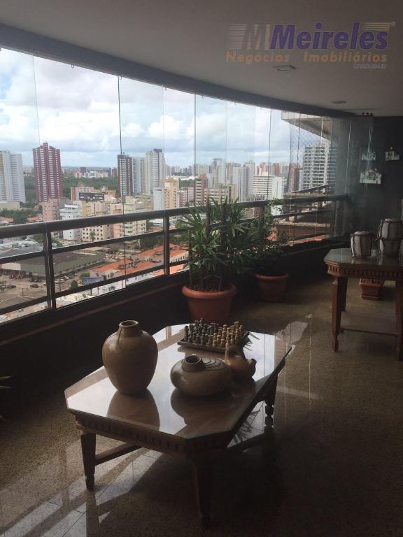 Vende-se excelente apartamento na Aldeota, 210 m²,  3 suítes + gabinete, andar alto. Localização privilegiada e alto padrão.