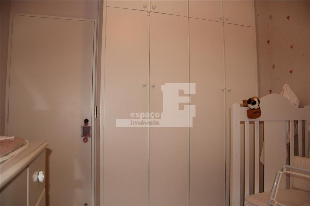 excelente apartamento no 9º andar, com acabamento refinado.recém reformado, possui 03 dormitórios (sendo 01 suíte com...