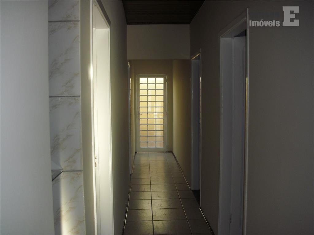 excelente casa para locação, em lugar privilegiado no jd. chapadão. possui 03 dormitórios sendo 01 suíte,...