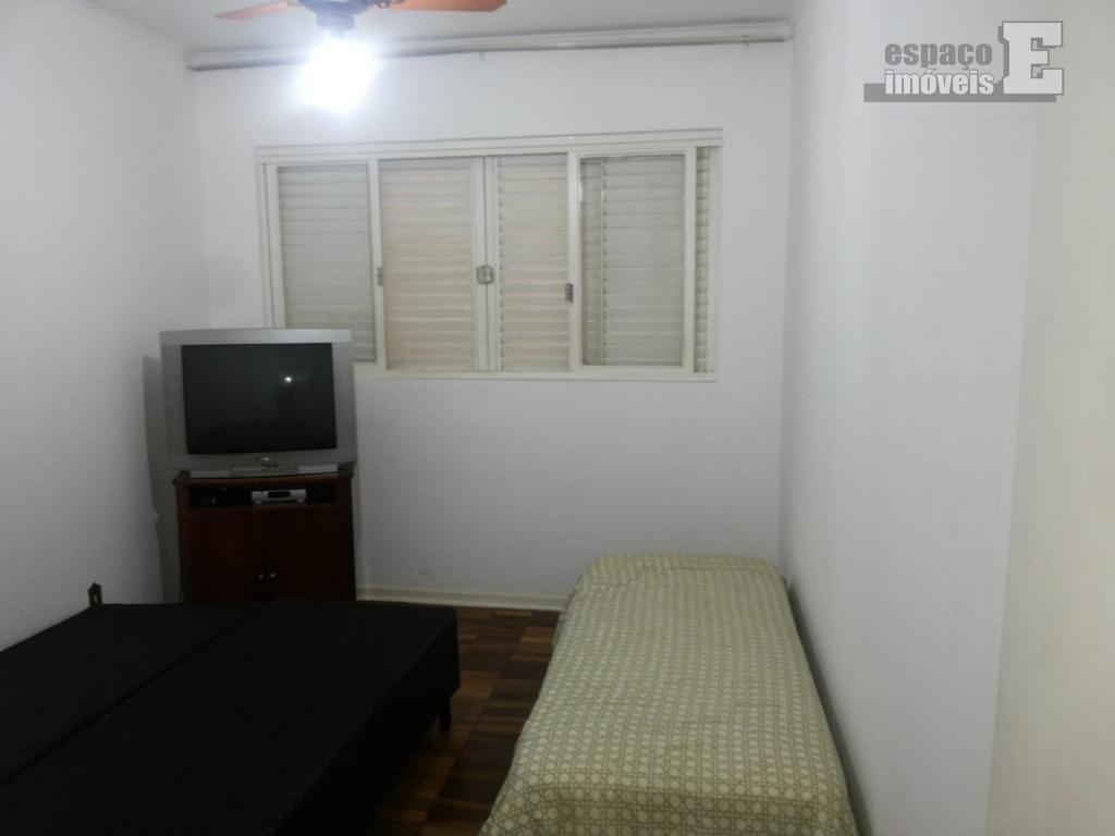 ótima casa localizada a 600 metros do estadio do guarani. possui 03 dormitórios com armários (sendo...