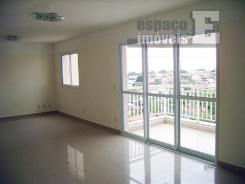 apartamento com 111 m² fica no 15º andar (o prédio tem 16), sendo bastante silencioso e...
