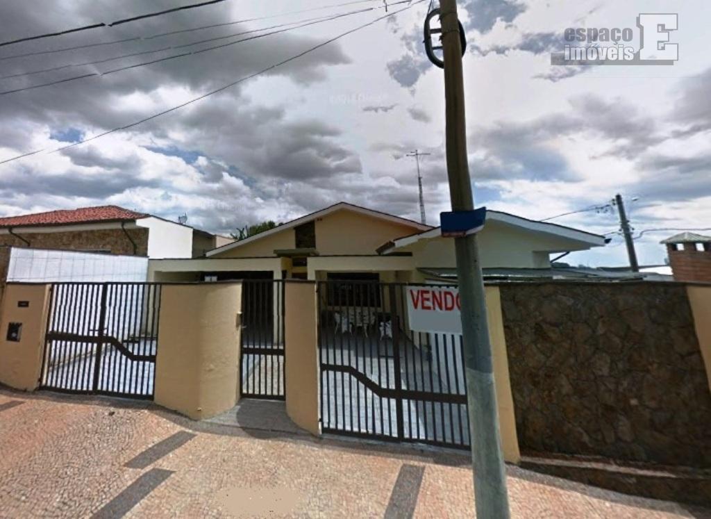 Casa de esquina Alto Padrao