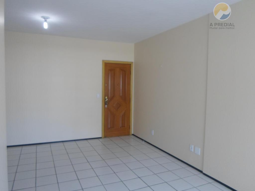 cód. 9033 (aldeota) r> pinto madeira, 800 apto 102, 03 quartos c/ armários sendo 01 suíte,...