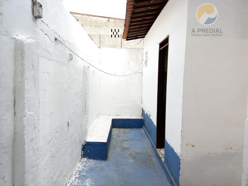 código 7318 (fátima) r. saldanha marinho 814 térreo c/ 2 quartos, área de serviço, quintal, varanda...