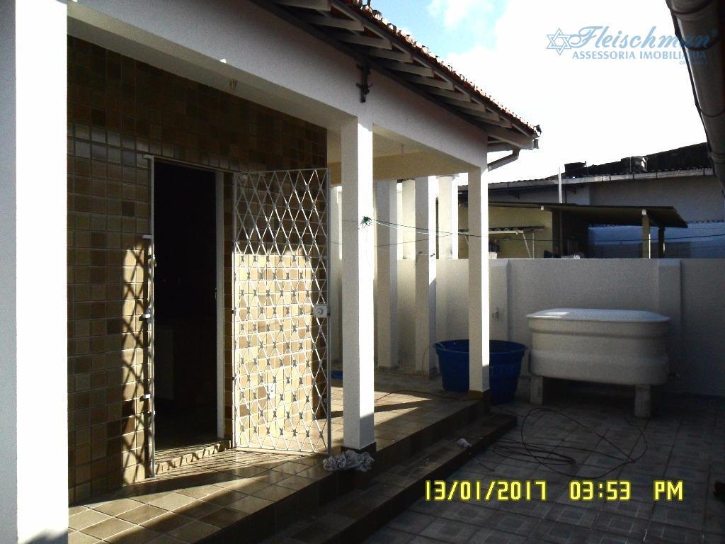 excelente casa, com 3 quartos, 1 terraço, sala, wc social, copa, cozinha, área de serviço, dependência...