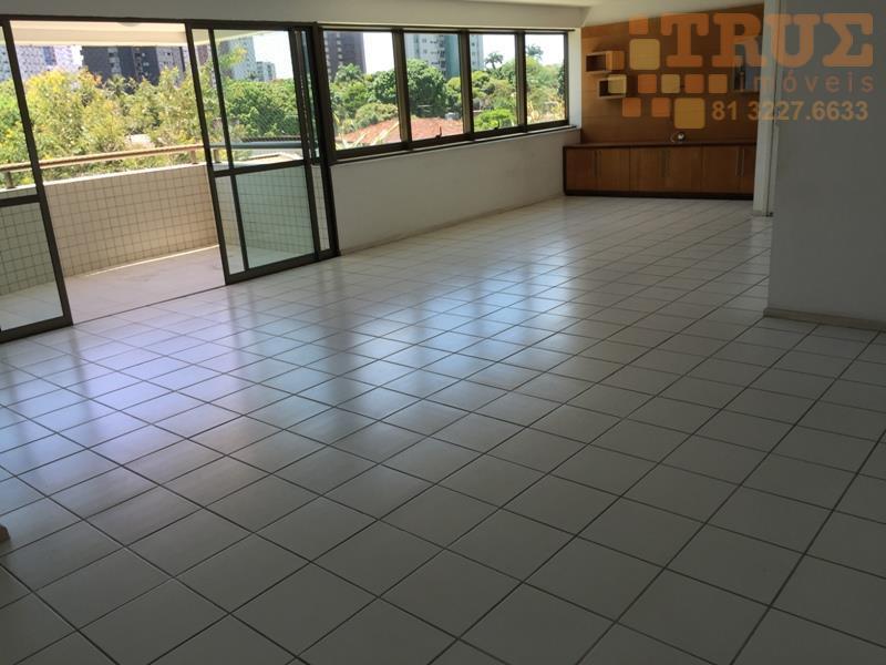Apartamento à venda, próximo da Praça de Casa Forte, Recife.