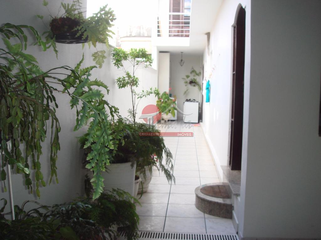 Sobrado de 4 dormitórios à venda em Vila Domitila, São Paulo - SP