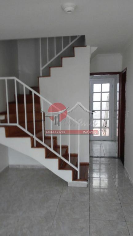 a casa possui 70m2 de área construída, uma vaga livre, 2 banheiros, 2 dormitórios com piso...