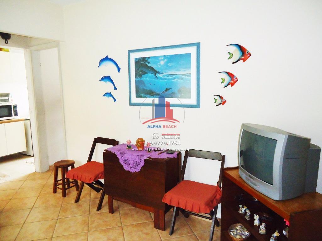 Apartamento semi mobiliado 2 quadras da praia.