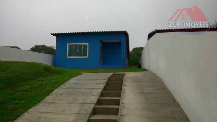 Casa linear em condomínio fechado, 2 dormitórios.
