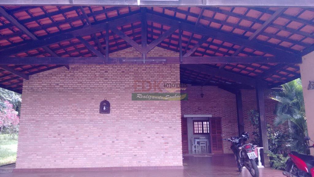 Casa térrea em condomínio fechado à venda, Chácaras Cataguá, Taubaté.