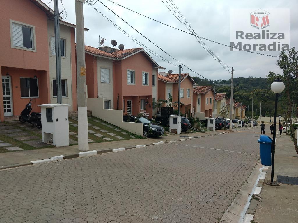 Casa em condomínio com 03 dormitórios, (01 suíte) Repleta de Armários, 2 vagas, Granja Viana