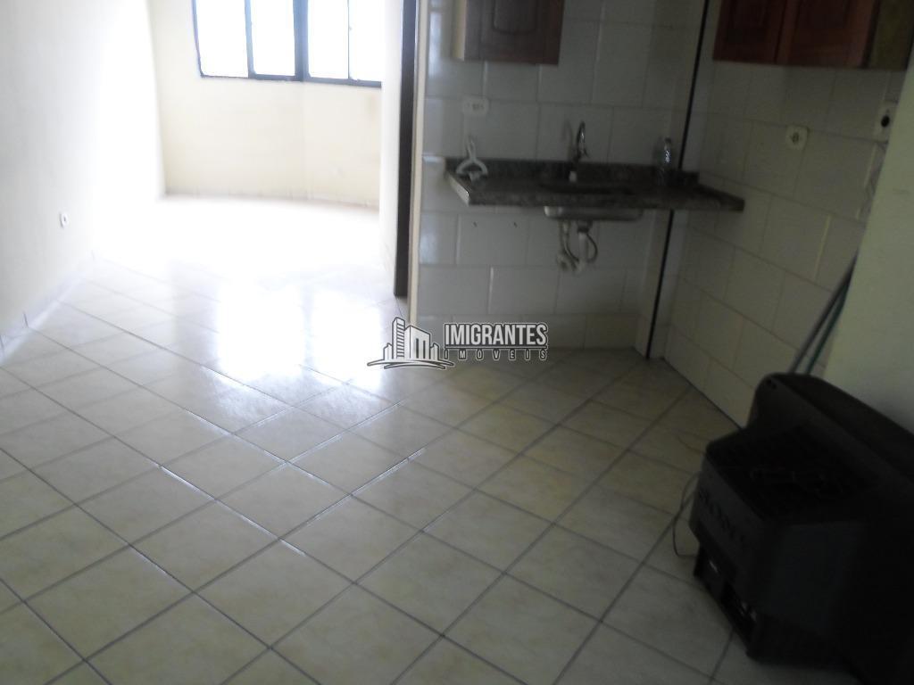 Kitnet residencial para venda e locação, Vila Tupi, Praia Grande.