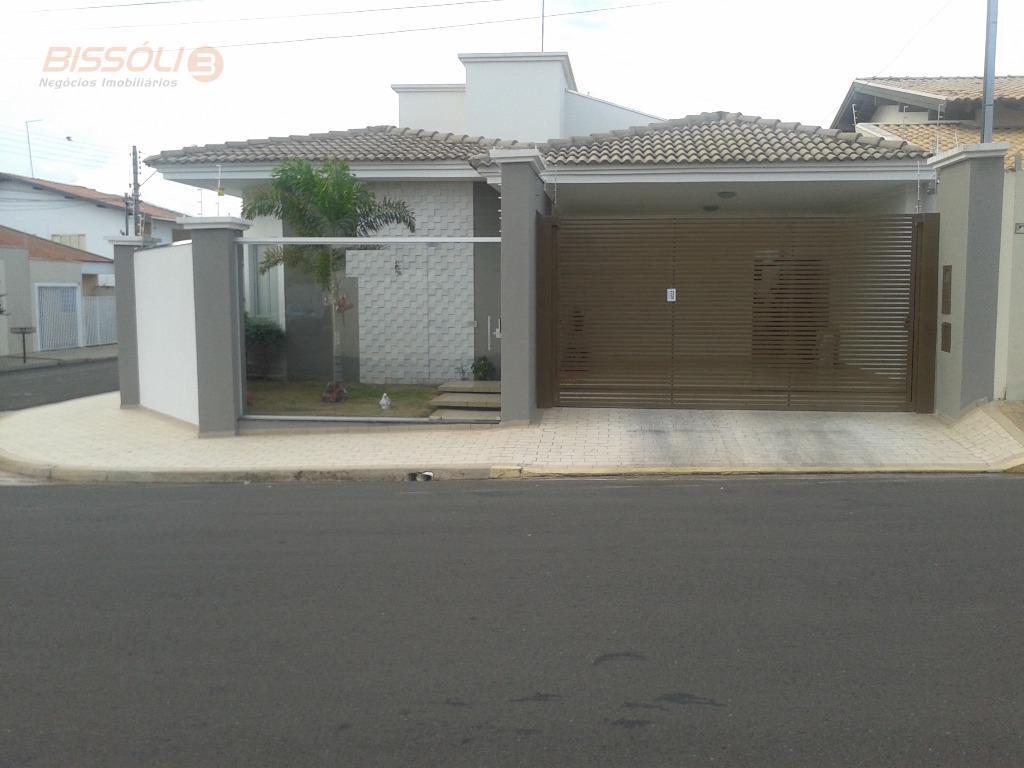 Casa de esquina no bairro San remo