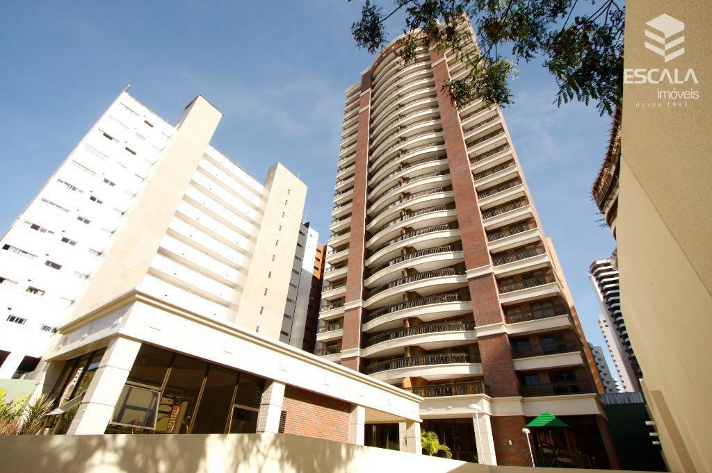 Apartamento alto padrão à venda no Meireles. 145m2, 3 suítes, 3 vagas.