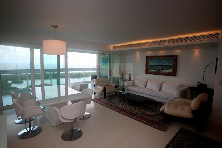 Apartamento Triplex residencial à venda.